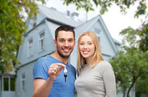 Couple getting a new home mortgage at Granite Bay